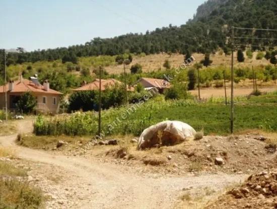 Von Denizli Gürsu Zum Verkauf In St John ' S Farm. 1300 M2 Freistehende Land.