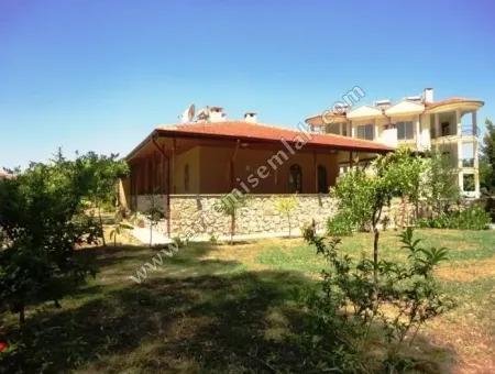 Dalaman Merkezde Satılık Müstakil Ev. 1212 M2 Arsa İçinde , Güney Cepheli .