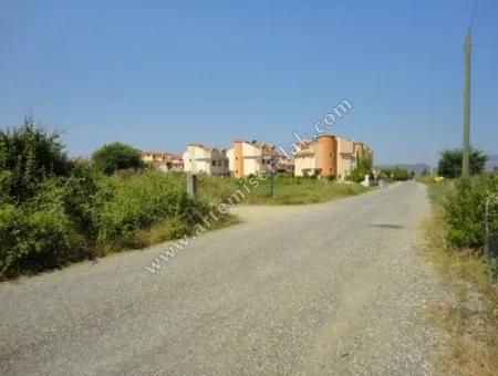 Dalaman Merkez Karaçalıda Satılık 817 M2 Arsa .
